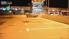 Bomboş Otoparkta Kaza Yapmak