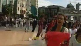 Taksim'de Yürüyüş Yapan Justin Bieber Hayranları