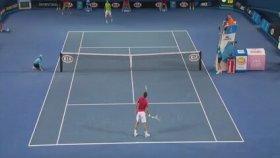 Tenis Maçında Top Toplayan Çocuk Refleksi