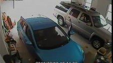 Garajdan Arabasını Çıkaramayan Kadın Sürücü