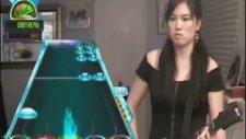 Guitar Hero'yu Konuşturan Kız