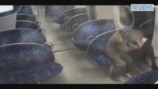 Metroda Uyuyan Kızı Her Türlü Soymak