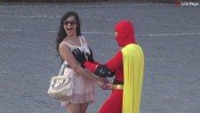 Süper Kahramanım Ayağına Meme Mıncıklamak - Boobsman