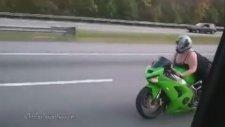Aşırı Seksi Bayan Motorcu