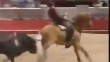 Boğayı Ronaldo Gibi Çalımlayan At