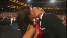 Bryan Cranston ile Julia Louis Dreyfus'un Öpüşmesi - 66. Emmy Ödülleri