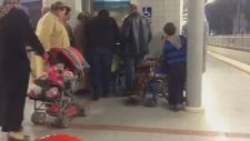 Engelli Asansöründe Engelliye Yer Vermemek
