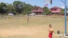 Hayvan Gibi Basket Atan Çocuk