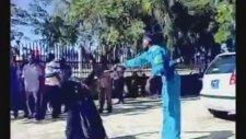 Sudan'da Kahkaha Atan Kadına Kırbaç Cezası