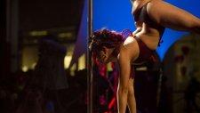Seksi Kızların Direk Dansı Kazaları