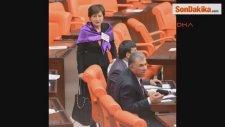 Kadın Milletvekillerinden Mor Fularlı Destek