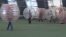 Futbolu Balonla Oynuyorlar
