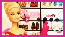 Barbie ve Lara Alışverişe Gidiyor - Barbie Evinde Evcilik Oyunu