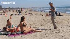 Plajda Bikini Kesme Şakası