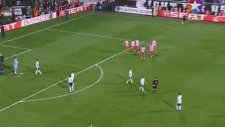 Beşiktaş Atletico Madrid Maçında Sahaya Atlayan Adam