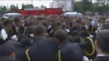 Komiseri Yere Düşüren Genç Polisler