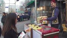 Koreli Kızı Ayar Eden Türk Dondurmacı