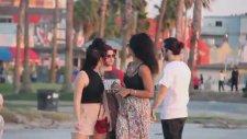 Sokakta Kadınların Göğüslerine Nasıl İltifat Edilir?