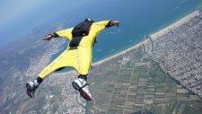 Wingsuit İle Adrenalin Patlaması Yaşayan Adam