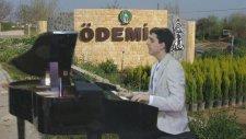 Piyano Bademli'ye Efem Bir İncecik Kış Oldu GENÇ ÖDEMİŞLİ PİYANİST Güneş Türkü Zeybek İzmir Turizm 1