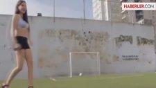 Arjantinli Modelden Futbol Şov
