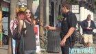 Polis Üniforması Giyip Kızları Tavlamaya Çalışmak