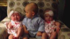 İlk Kez İkiz Bebek Gören Bebek