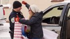 Polisten Durdurduğu Sürücülere Yılbaşı Sürprizi