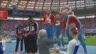 Rus Atletlerden Eşcinsellere Kız Kıza Öpüşerek Destek