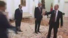 Putin'in Ahmet Davutoğlu'nu Çağırış Şekli