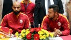 Galatasaraylı Futbolcular İmza Dağıttı