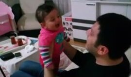 Oyum Sarıgüle Diyince Gülen Bebek