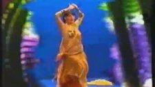 1981 Yılbaşı Gecesi - Dansöz Nesrin Topkapı
