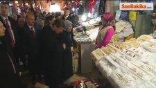 Başbakan Davutoğlu, Arasta Çarşısında Esnaf ile Buluştu