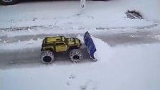 Oyuncak Kar Küreme Aracı