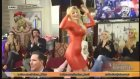 Kırmızı Elbiseyle Kedicik Yılbaşı Dansı Yaptı!