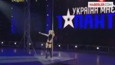 Ukraynalı Anastasia, Striptize Çağ Atlattı