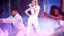 Iggy Azalea - Beg For It (People Choice Awards 2015)