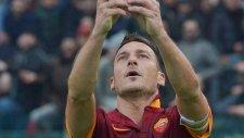 Roma nın Efsanesi Totti den Gol Sonrası Selfie