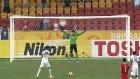 Çinli Kaleci Penaltıyı Top Toplayıcı Çoçuk Sayesinde Kurtardı!