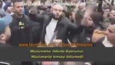 Paris'te Herkesin İçinde Hz. Muhammed'i Savunan Adam