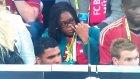 Şampiyonlar Ligi Finalinde Burnunu Karıştıran Kadın