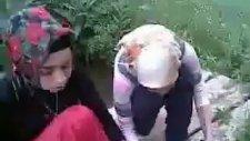 Derede Bulaşık Yıkayan Laz Köylü Kızları