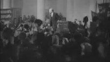 Lenin Konuşurken Hüloğğ Diye Bağıran Kalabalık
