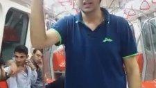 Şişli Metro'da Boxer İle Dans Eden Genç