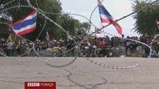 Polis Memurlarının Arasına El Bombası Atmak - Bangkok