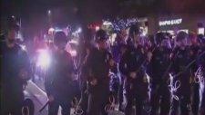 Mermiyle İndiremeyince 10 Kişiyle Göstericiye Dalan Polis