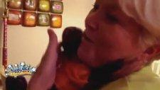 Günler Sonra Sahibini Gören Yavru Maymun (Dikkat Gözyaşı)