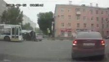 Kaza Yapmak İçin Acele Eden Sürücü