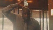Shaquille O'Neal'ın Başından Aşağı Buzlu Su Dökmemesi!
